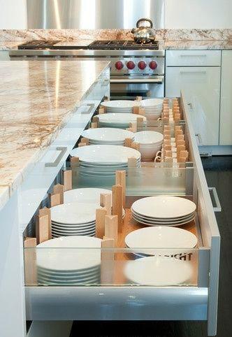 Keukenlade met servies