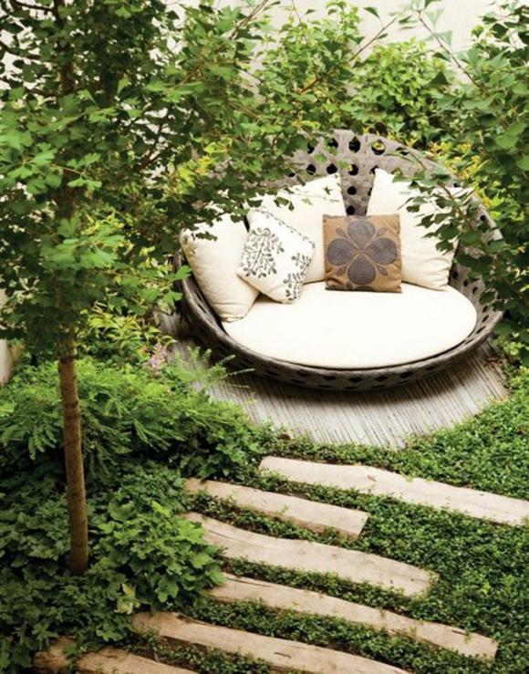 Knusse luxe zithoek in de tuin