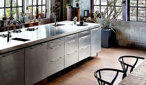 Metaal in een industriële keuken: 3x inspiratie