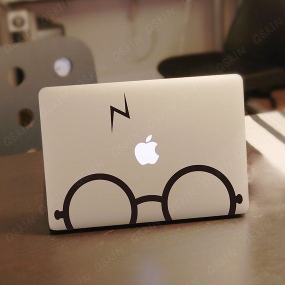 Harry Potter sticker op MacBook