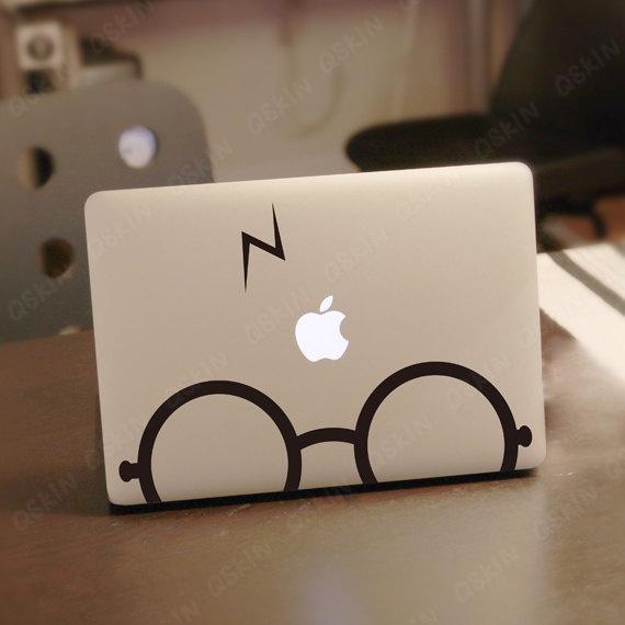 Harry Potter sticker op MacBook