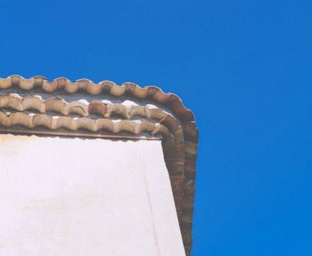 Kun je een dakdekker ook inschakelen voor reparaties en onderhoud?
