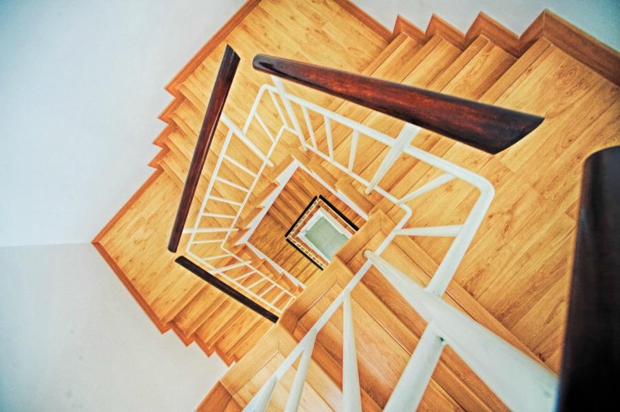 Een traprenovatie plannen, uitvoeren en de bijkomende kosten