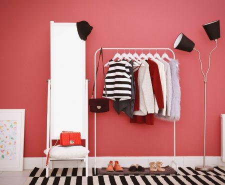 Een kledingrek schept orde in chaos