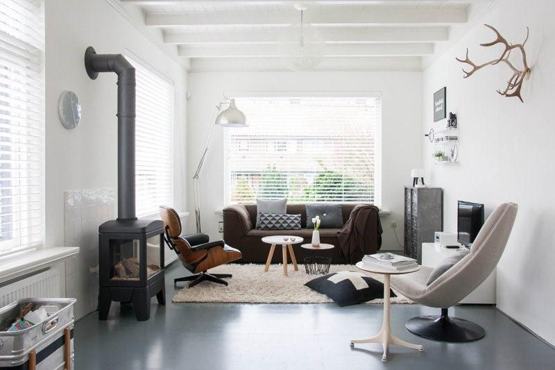 Houten jaloezieën in een Scandinavische woonstijl