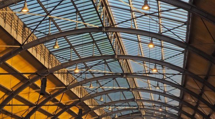 3 soorten plafond voor een industriële inrichting; hier de voordelen en nadelen
