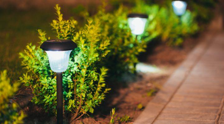 Outdoor sfeer met buitenverlichting
