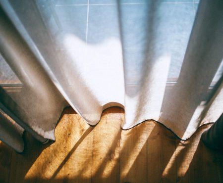 Alle geschikte raamdecoraties voor je tuindeuren op een rij!