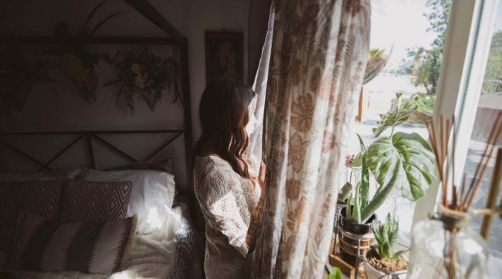 Hoe houd je tijdens de zomer, de slaapkamer koel?