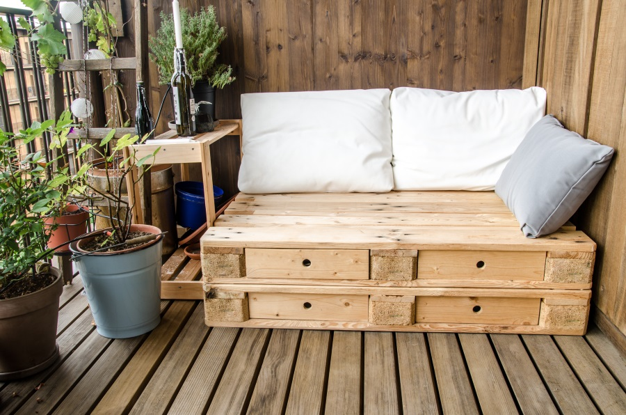 Steigerhouten tuinmeubelen geven sfeer in je tuin