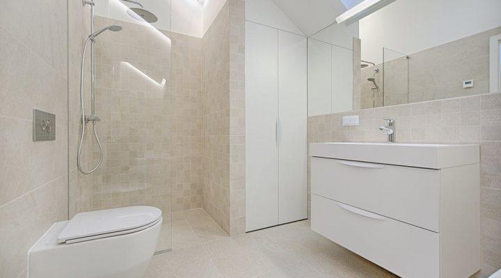 Hoe maak je grondig de tegels in jouw badkamer schoon?