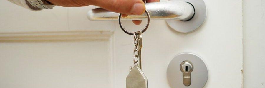 Woning kopen? De voor- en nadelen van een aankoopmakelaar