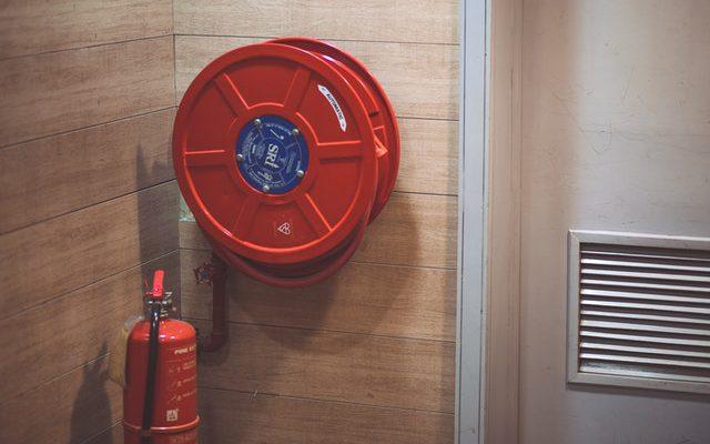 Op welke plek hang ik de brandblusser op?